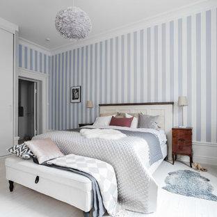 Inspiration för ett vintage huvudsovrum, med flerfärgade väggar, målat trägolv och vitt golv