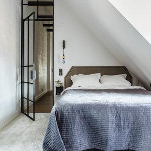 Idéer för ett mellanstort minimalistiskt gästrum, med vita väggar och heltäckningsmatta