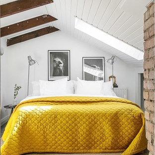 Inspiration för mellanstora medelhavsstil sovrum, med vita väggar