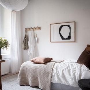 Bild på ett nordiskt sovrum, med vita väggar