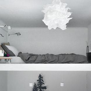 Idéer för ett litet nordiskt sovloft, med vita väggar