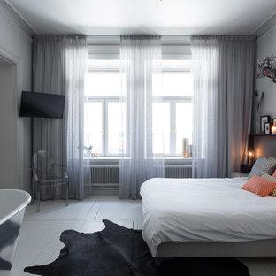 Idéer för att renovera ett mellanstort funkis sovrum, med grå väggar och målat trägolv
