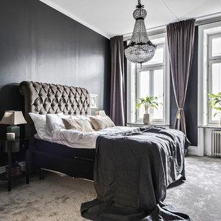 Idéer för stora vintage huvudsovrum, med svarta väggar, heltäckningsmatta och grått golv