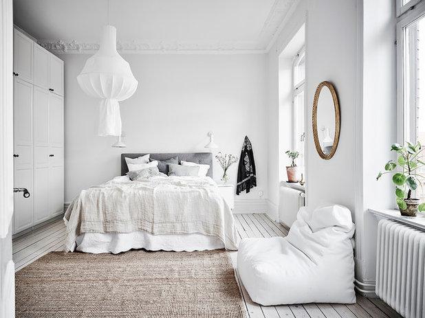 Scandinavian Bedroom by Entrance Fastighetsmäkleri