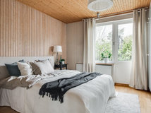 ... Wood And White In The Bedroom ...