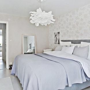 Inspiration för mellanstora klassiska huvudsovrum, med grå väggar och målat trägolv