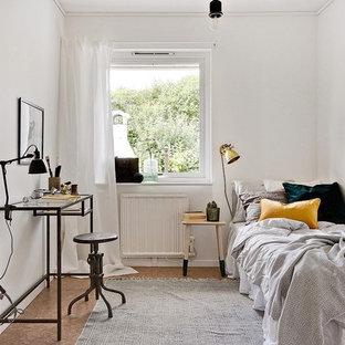 Imagen de habitación de invitados escandinava, sin chimenea, con paredes blancas, suelo de linóleo y suelo marrón