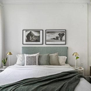 Exempel på ett skandinaviskt sovrum, med vita väggar och en öppen hörnspis