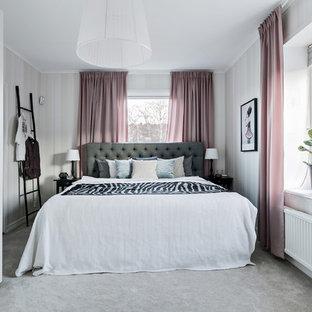 Idéer för att renovera ett mellanstort skandinaviskt huvudsovrum, med beige väggar, heltäckningsmatta och grått golv