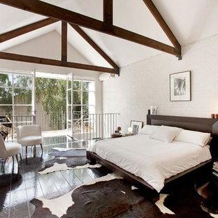 Foto de dormitorio tipo loft, urbano, grande, sin chimenea, con paredes blancas, suelo de madera oscura y marco de chimenea de metal