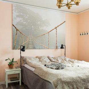 Modelo de dormitorio mediterráneo con parades naranjas