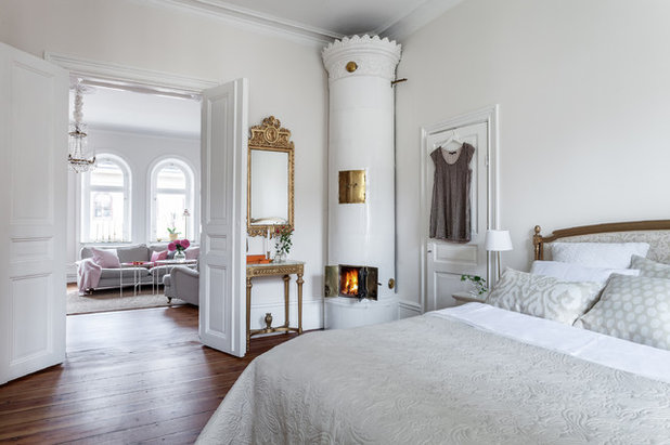 Victorian Bedroom by Happicovers Homestyling