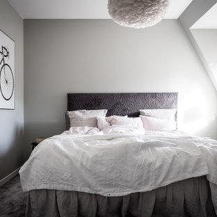 Idéer för små nordiska huvudsovrum, med grå väggar, heltäckningsmatta och grått golv