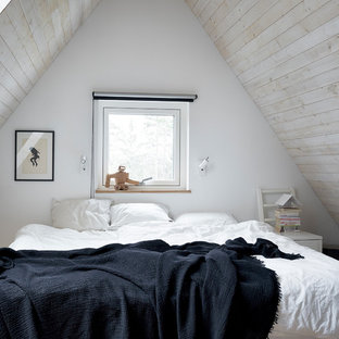 Photo of a small scandinavian bedroom in Stockholm with beige walls.