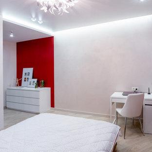 Inspiration för ett mellanstort funkis huvudsovrum, med röda väggar, laminatgolv och beiget golv
