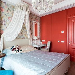 Пример оригинального дизайна: большая гостевая спальня в стиле современная классика с красными стенами, светлым паркетным полом и коричневым полом