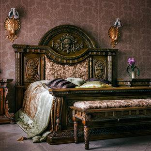 Свежая идея для дизайна: хозяйская спальня в викторианском стиле с фиолетовыми стенами и серым полом - отличное фото интерьера