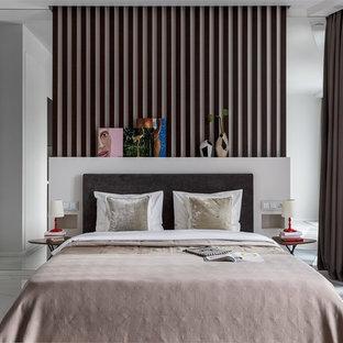 Imagen de dormitorio principal, contemporáneo, con paredes blancas, suelo de mármol y suelo blanco