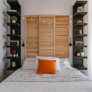 モスクワの小さいエクレクティックスタイルのおしゃれな主寝室