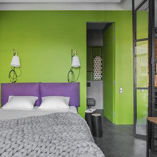 Foto de dormitorio principal, industrial, con paredes verdes