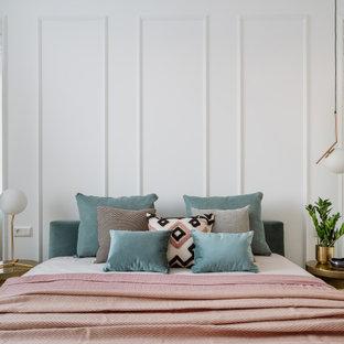 Foto på ett funkis sovrum, med vita väggar