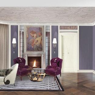 Идея дизайна: большая хозяйская спальня с фиолетовыми стенами, паркетным полом среднего тона, стандартным камином и фасадом камина из штукатурки