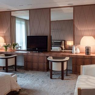 На фото: хозяйские спальни в стиле современная классика с ковровым покрытием и серым полом без камина