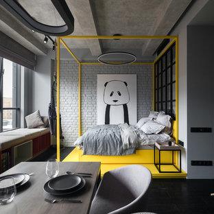 Стильный дизайн: маленькая хозяйская спальня в современном стиле с серыми стенами и черным полом - последний тренд
