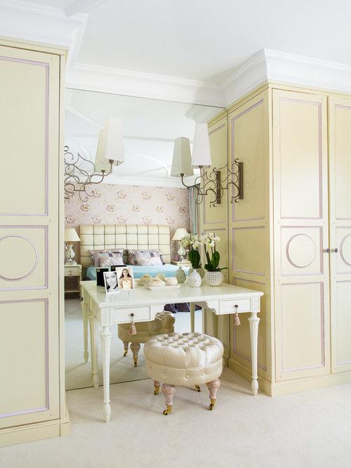 groes klassisches hauptschlafzimmer ohne kamin mit beiger wandfarbe und teppichboden in mnchen - Tapeten Schlafzimmer Ideen