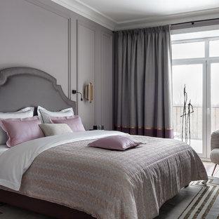 Пример оригинального дизайна: спальня в стиле современная классика с серыми стенами, темным паркетным полом и коричневым полом