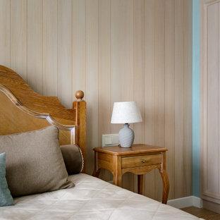 На фото: хозяйская спальня в стиле современная классика с бежевыми стенами, коричневым полом и стенами из вагонки