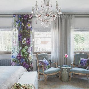 Выдающиеся фото от архитекторов и дизайнеров интерьера: хозяйская спальня среднего размера в классическом стиле с белыми стенами, паркетным полом среднего тона и коричневым полом