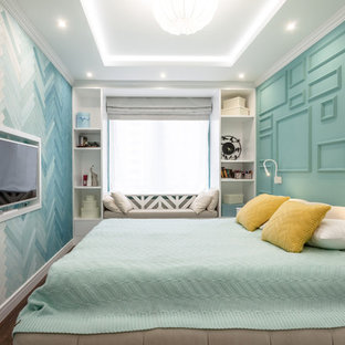 Inspiration for a small eclectic master vinyl floor and brown floor bedroom remodel in Yekaterinburg with green walls and no fireplace