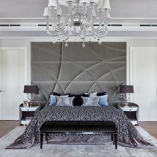 На фото: хозяйская спальня в современном стиле с белыми стенами, паркетным полом среднего тона и коричневым полом с