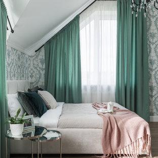 На фото: спальня в стиле современная классика с паркетным полом среднего тона, коричневым полом и разноцветными стенами с