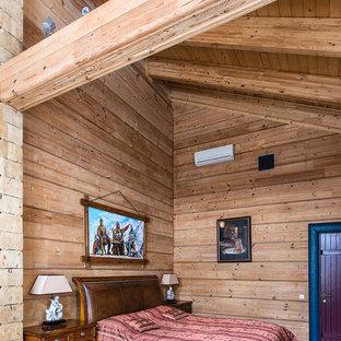Выдающиеся фото от архитекторов и дизайнеров интерьера: спальня в стиле кантри с темным паркетным полом и коричневыми стенами