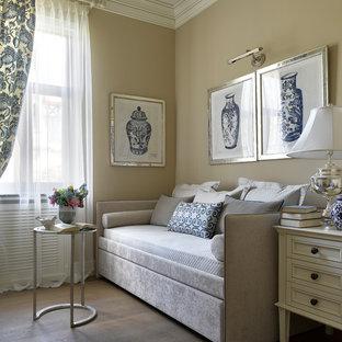 На фото: спальни в классическом стиле с бежевыми стенами, паркетным полом среднего тона и коричневым полом