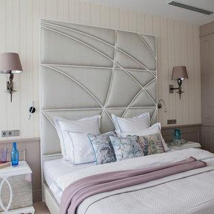Свежая идея для дизайна: хозяйская спальня в стиле современная классика с разноцветными стенами без камина - отличное фото интерьера