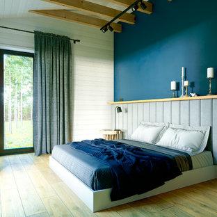 Ispirazione per una camera matrimoniale scandinava di medie dimensioni con pareti blu, pavimento in gres porcellanato e pavimento giallo