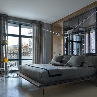 Неиссякаемый источник вдохновения для домашнего уюта: большая хозяйская спальня в современном стиле с серыми стенами, бетонным полом и серым полом