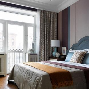 На фото: хозяйская спальня среднего размера в стиле современная классика с разноцветными стенами, паркетным полом среднего тона и коричневым полом без камина
