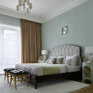 Выдающиеся фото от архитекторов и дизайнеров интерьера: хозяйская спальня среднего размера в стиле современная классика с паркетным полом среднего тона, синими стенами и коричневым полом без камина