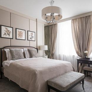 Свежая идея для дизайна: хозяйская спальня в классическом стиле с бежевыми стенами - отличное фото интерьера