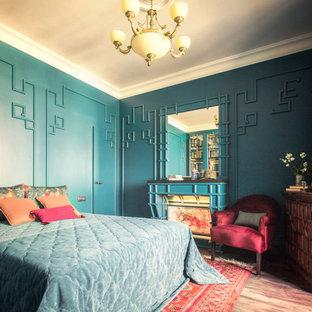 Свежая идея для дизайна: маленькая хозяйская спальня в стиле фьюжн с паркетным полом среднего тона - отличное фото интерьера