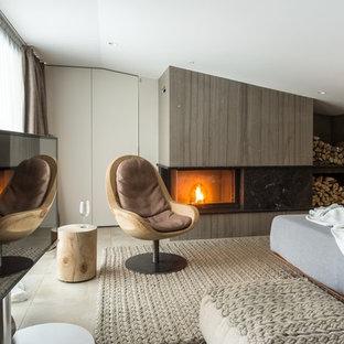 Идея дизайна: спальня в современном стиле с серыми стенами, угловым камином и бежевым полом