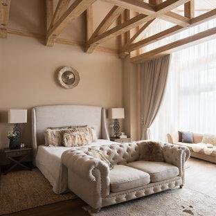 На фото: хозяйская спальня в стиле современная классика с бежевыми стенами и коричневым полом