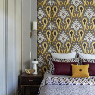 На фото: хозяйская спальня в стиле современная классика с серыми стенами, паркетным полом среднего тона и коричневым полом