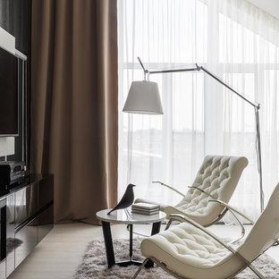 Ispirazione per una grande camera matrimoniale design con pareti beige, parquet chiaro, camino lineare Ribbon, cornice del camino in legno e pavimento bianco