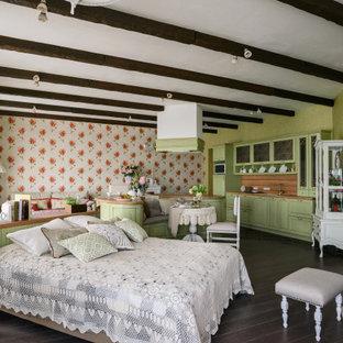 Réalisation d'une chambre parentale style shabby chic de taille moyenne avec un mur vert, une cheminée standard, un manteau de cheminée en plâtre, un sol marron, un mur en parement de brique et du papier peint.
