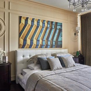 Стильный дизайн: спальня в стиле неоклассика (современная классика) с желтыми стенами - последний тренд